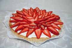 手工制造草莓蛋糕 库存图片