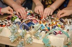 手工制造装饰制造从报纸的 库存图片