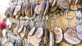 手工制造钥匙圈以people& x27变化; s名字,工艺品g 库存照片