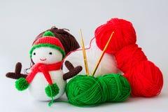 手工制造钩针编织编织的雪人 免版税库存图片