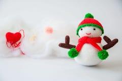 手工制造钩针编织编织的雪人 图库摄影
