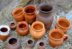 手工制造陶瓷器皿销售  民间艺术市场  库存照片