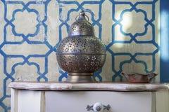 手工制造陶瓷灯在摩洛哥 免版税库存照片