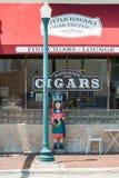 手工制造雪茄工厂在一点哈瓦那,迈阿密 库存图片