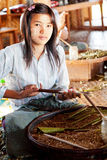 手工制造香烟在Inle湖,缅甸 库存照片