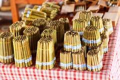 手工制造香烟在Inle湖,缅甸 图库摄影