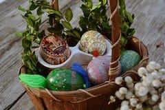 手工制造,复活节彩蛋关闭  免版税图库摄影