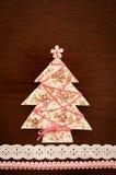手工制造织品圣诞树。 免版税库存图片