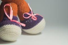 手工制造kniting的羊毛玩具 免版税图库摄影