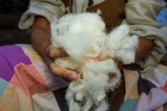 手工处理羊毛 免版税图库摄影