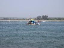 手工渔业舰队退回到的口岸在钓鱼,在果阿,印度的day's以后 库存照片