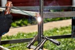 手工电弧焊接 免版税图库摄影