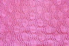 从手工编织的桃红色织品的背景 库存照片