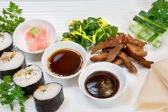 手抓食物寿司 免版税库存照片