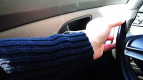 手抹门的塑料内衬在黑色的与旧布 股票视频