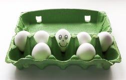 手拉愉快的蛋的面孔 免版税图库摄影