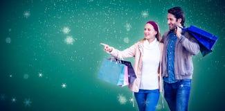 手拉手走微笑的夫妇和去的窗口购物的综合图象 免版税库存照片