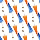 手拉的与伞的水彩无缝的样式 免版税库存图片