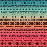 手拉的几何种族部族无缝的样式 饮料例证纸张减速火箭主题向量包裹 剪贴薄 乱画样式 部族当地传染媒介 库存照片