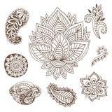 手拉的印地安人装饰汇集 与乱画花和佩兹利的传染媒介例证 无刺指甲花的创造性的艺术 向量例证