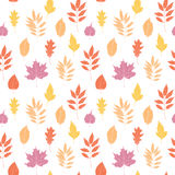 手拉的向量例证 与秋天事假的无缝的样式 免版税库存图片