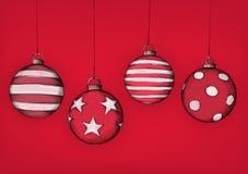 手拉的圣诞树球 皇族释放例证