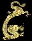 手拉的在黑背景的金龙日本纹身花刺样式 向量例证