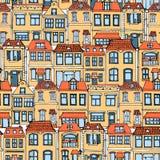 手拉的欧洲城市安置无缝的样式 逗人喜爱的动画片样式传染媒介例证 五颜六色的现代连栋房屋大厦sketc 库存例证