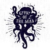 手拉的葡萄酒徽章用章鱼和字法 免版税库存图片