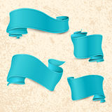 手拉的蓝色丝带 库存图片