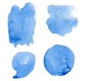 手拉的蓝色飞溅水彩集合、小点和逗号蓝色水彩 向量例证