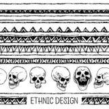 手拉的被绘的无缝的样式 黑白颜色 套与头骨的墨水种族条纹 墨水集合 库存图片