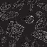 手拉的食物的汇集在黑板的 在黑板的有机餐馆背景模板 免版税库存图片