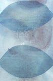 手拉的水彩绘了与蓝色和深蓝圈子的纹理 库存照片