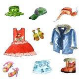 手拉的水彩给在白色背景的动画片样式穿衣 冬天和夏天布料:有耳朵挡水板的毛皮盖帽,皮大衣 向量例证