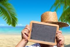 手拿着有拷贝空间的板岩黑板 免版税库存照片