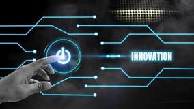 手指开-关接触的按钮在一条黑金属背景和蓝色焕发线与创新概念,发展发光  库存例证