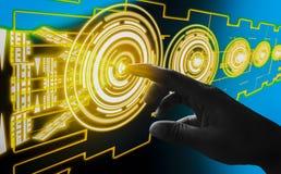 手指接触接口摘要概念,介入非常现代未来派技术和设计,当创新人类,创造 图库摄影