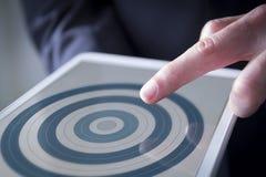 手指接触数字式片剂目标 免版税图库摄影
