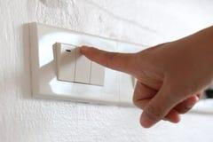 手指灯开关在房子里 免版税图库摄影