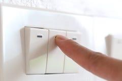 手指灯开关在房子里 库存图片