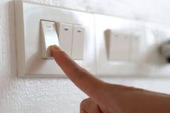 手指灯开关在房子里 图库摄影