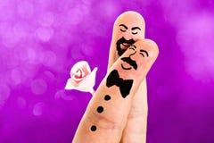 手指被绘的快乐婚礼 免版税图库摄影