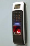 手指词条服务器室的扫描安全 指纹machi 免版税库存照片