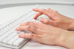手指键入 免版税库存照片