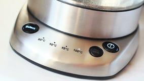 手按在茶壶的按钮 影视素材