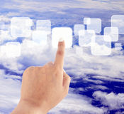 手按天空的蓝色按钮 免版税库存照片