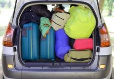 手提箱和行李在汽车 免版税库存照片