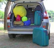 手提箱和行李在汽车 图库摄影