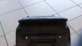 手提箱在机场 影视素材